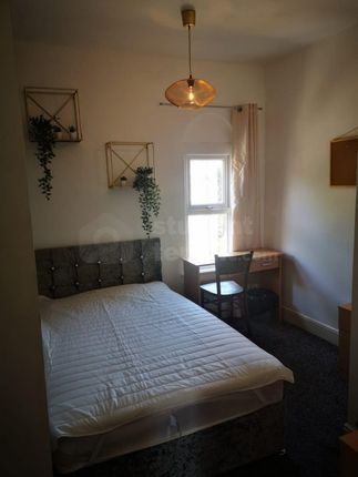 4 bed shared accommodation to rent in Holberry Close, Sheffield, South Yorkshire S10