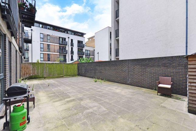 Thumbnail Flat for sale in City Walk, London Bridge