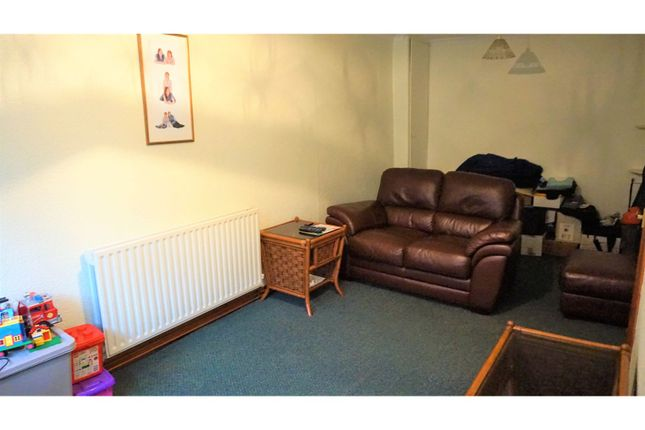 Lounge of Commercial Street, Swansea SA9
