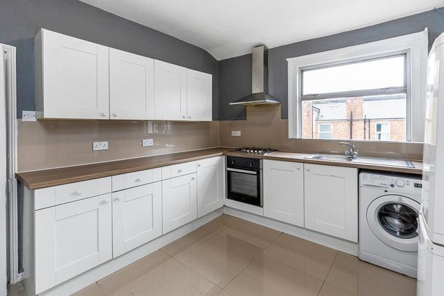 3 bed flat for sale in Woodbury Street, London SW17