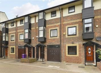 Terraced house to rent in Barnfield Place, Canary Wharf