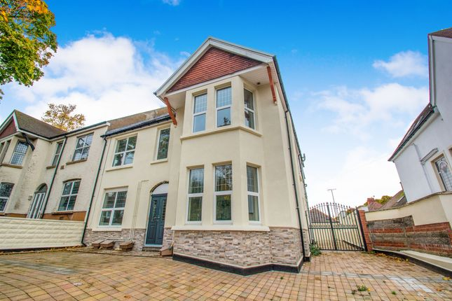 Thumbnail Flat for sale in Pen Y Lan Road, Penylan, Cardiff
