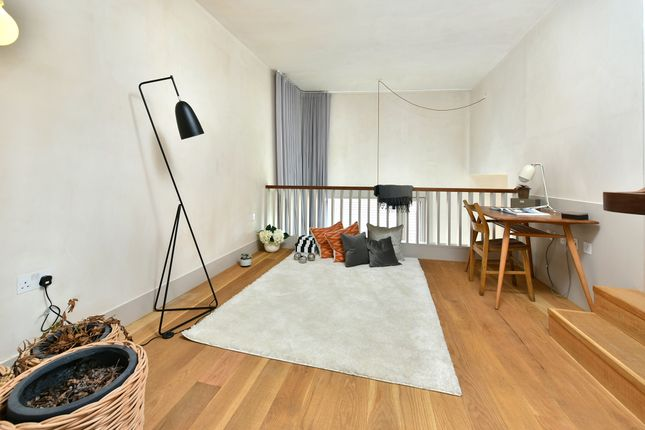 Thumbnail Flat to rent in Wenlock Street, London
