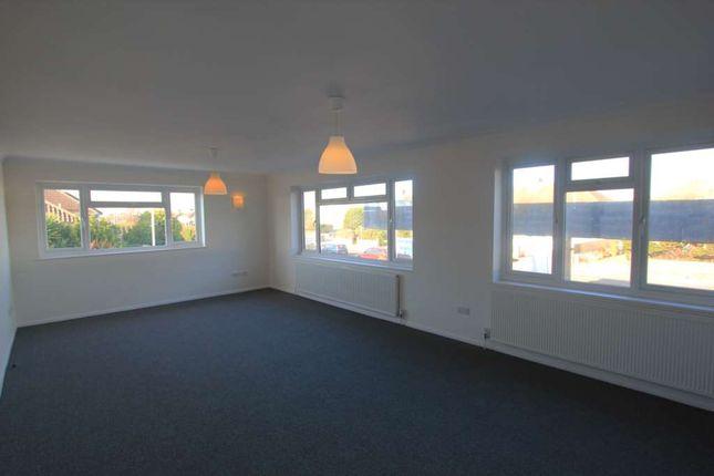Thumbnail Flat to rent in Goring Road, Goring-By-Sea, Worthing