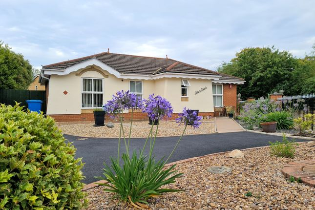 Thumbnail Bungalow for sale in Waylands, Wraysbury, Staines