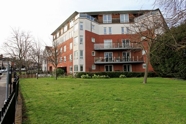 Thumbnail Flat for sale in High Road, South Woodford