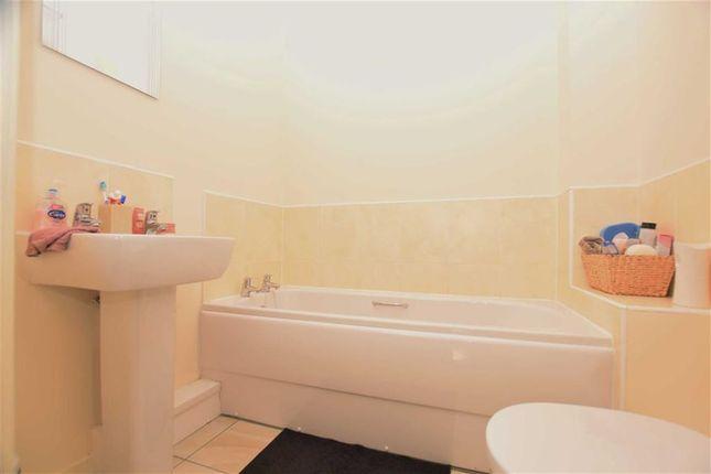 Bathroom of Mallard Ings, Louth, Lincolnshire LN11 ...