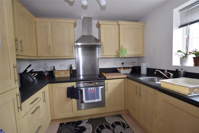 Thumbnail Flat to rent in Ashcombe Crescent, Witney, Oxon