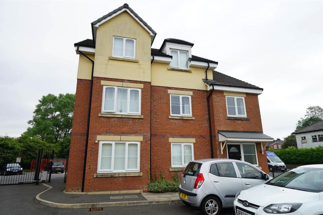 2 bed flat to rent in Beaumont Rise, Deane, Bolton BL3