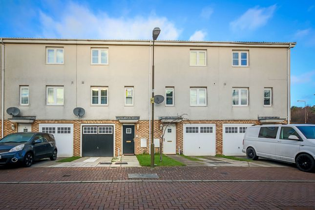 Thumbnail Town house to rent in Queens Crescent, Eliburn, Livingston