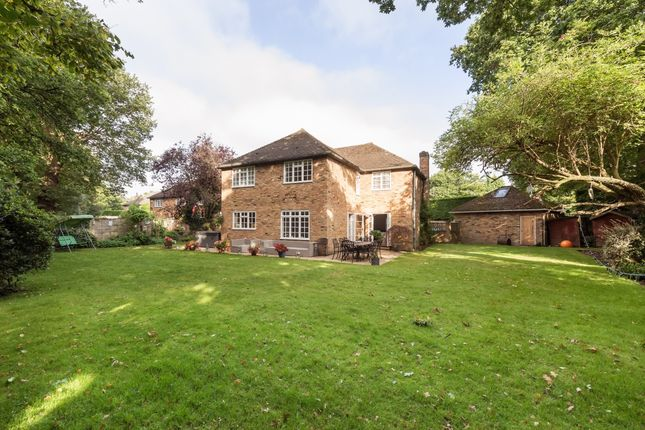 Thumbnail Detached house to rent in Romsey Drive, Farnham Common, Slough