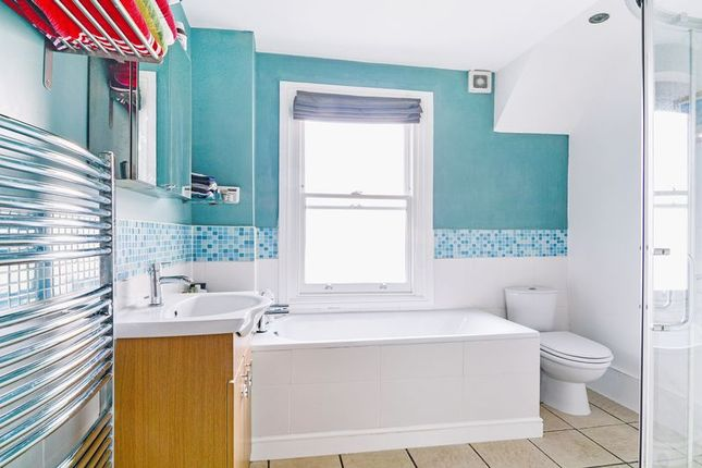 Bathroom of Kempshott Road, London SW16