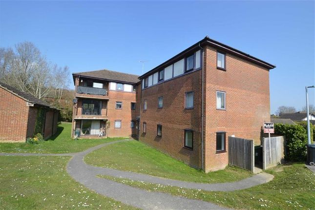 Thumbnail Flat to rent in Buller Close, Crowborough