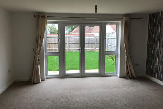 Lounge 1 of Farah Close, Bognor Regis PO21