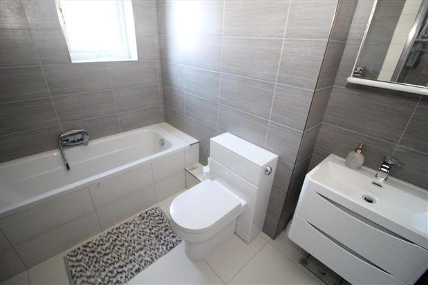 Bathroom of Midgeland Road, Blackpool FY4