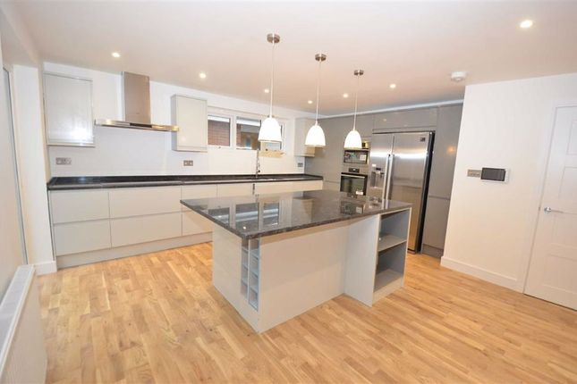 Thumbnail Bungalow to rent in Badgers Croft, London