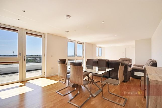 Flat to rent in Rose Court, Baltic Avenue, Brentford