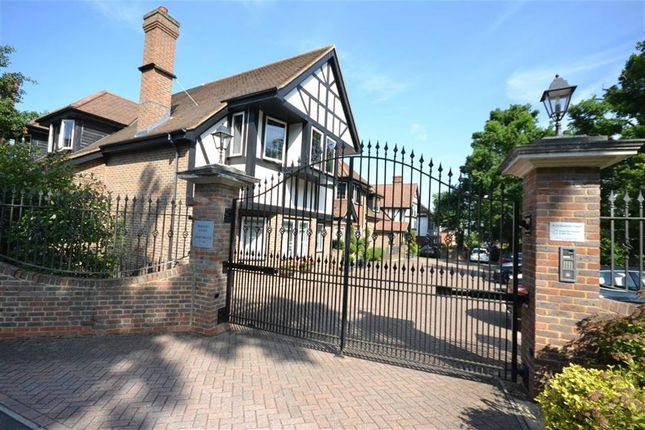 Thumbnail Flat for sale in Buckley Court, Hadley Wood, Hertfordshire