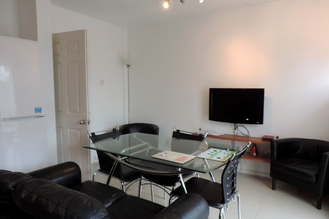 (Room 4) Barnfield Place, Canary Wharf E14