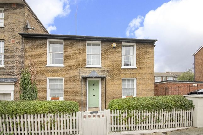 Thumbnail Cottage for sale in Woodhill, London