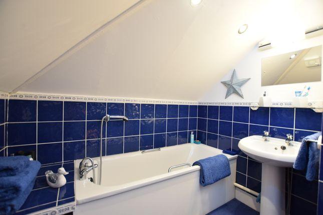 En-Suite of Castle Drive, Pevensey Bay BN24