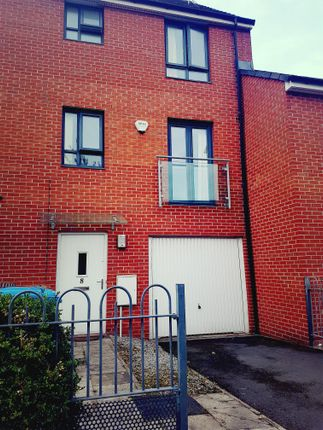Thumbnail Town house to rent in Moss Street, Salford