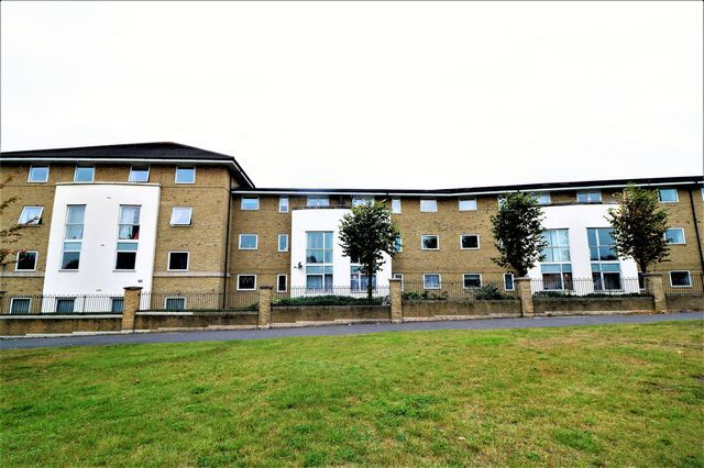 2 bed flat to rent in Hogg Lane, Grays
