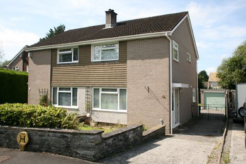 Thumbnail Semi-detached house to rent in Hawthorn Road, Tavistock
