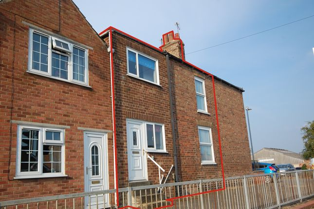 Thumbnail Terraced house for sale in Newmarket, Louth