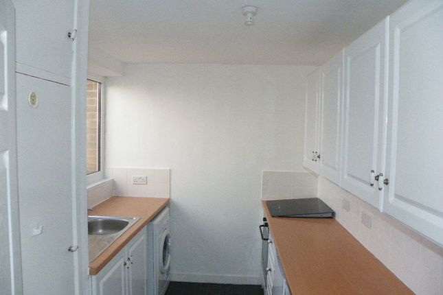 2 bed flat to rent in Overdale Road, Whoberley, Coventry
