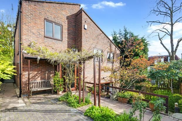 Thumbnail Detached house for sale in Cholmeley Crescent, Highgate Village, London
