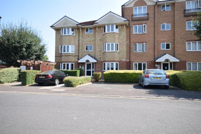 2 bed flat to rent in Varsity Drive, Twickenham TW1