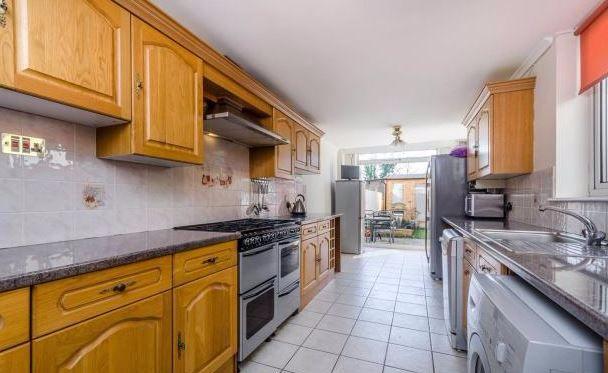 Thumbnail Terraced house for sale in Oak Grove Road, Penge