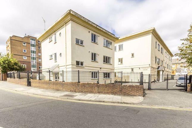 Flat to rent in Leeland Terrace, London