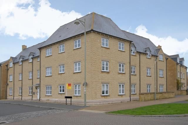 Thumbnail Flat to rent in Heyford House, Carterton