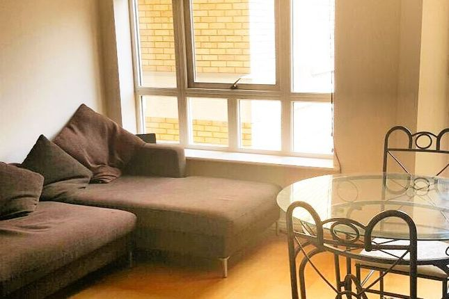 Room to rent in Stewart Street, London
