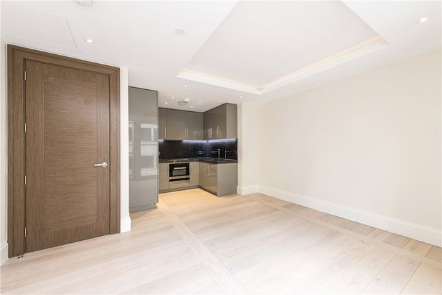 Thumbnail Flat for sale in Strand, Mayfair