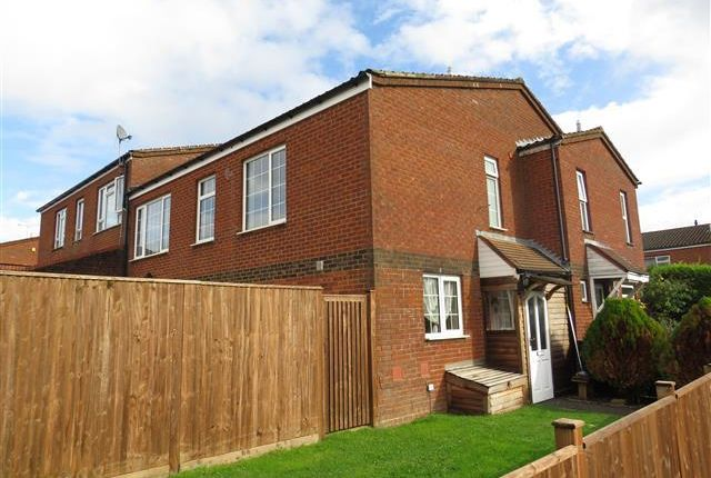 3 bed end terrace house to rent in Shrimpton Road, High Wycombe HP12