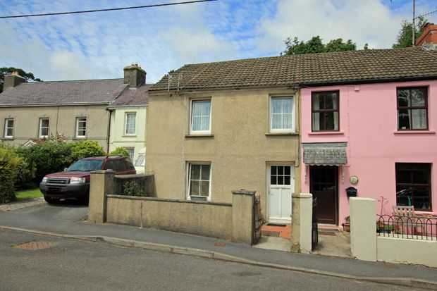 3 bed semi-detached house for sale in High Street, Llansteffan, Carmarthenshire