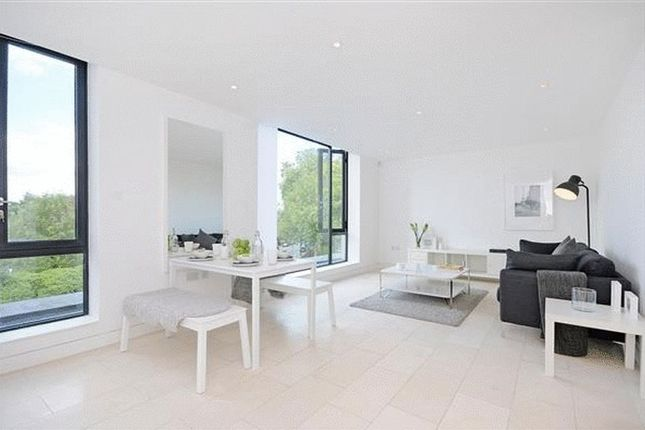 1 bed flat to rent in Latitude House, Oval Road, London