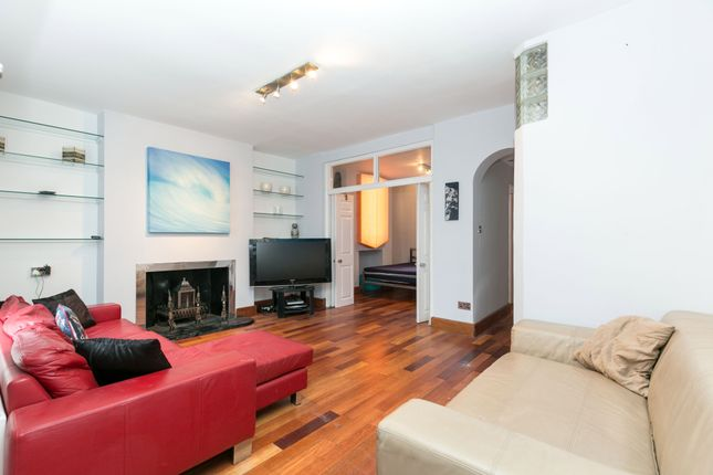 3 bed flat to rent in Mornington Terrace, London