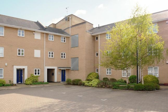 Thumbnail Flat to rent in Near Town Centre, Bicester