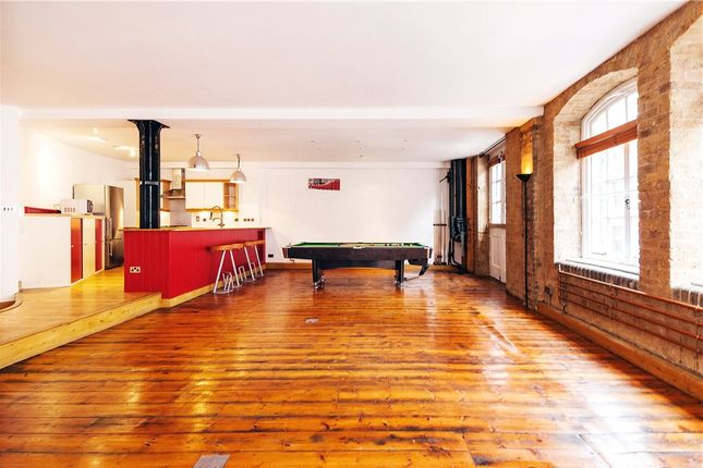Thumbnail Flat to rent in Middlesex Street, Shoreditch, London