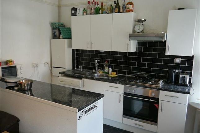 3 bed property to rent in Cardigan Road, Hyde Park, Leeds