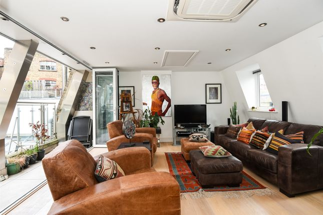 Thumbnail End terrace house for sale in Hatton Place, Hatton Garden, London
