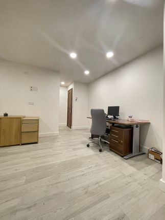 Office to let in Barrett's Grove, London
