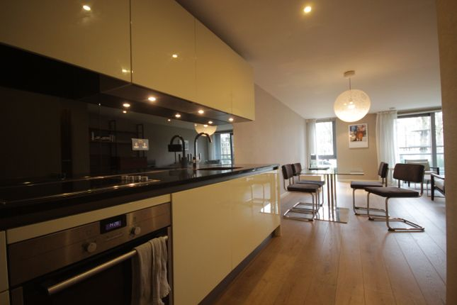 2 bed flat to rent in Blackthorn Avenue, Islington