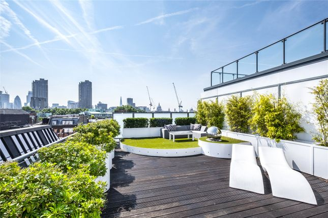Thumbnail Flat for sale in Dickinson Court, 15 Brewhouse Yard, London