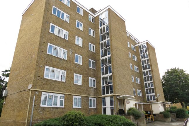 Thumbnail Flat for sale in Hayward Gardens, London