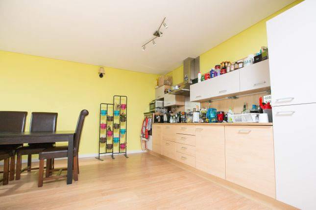 Thumbnail Flat to rent in Farnsworth Court, London